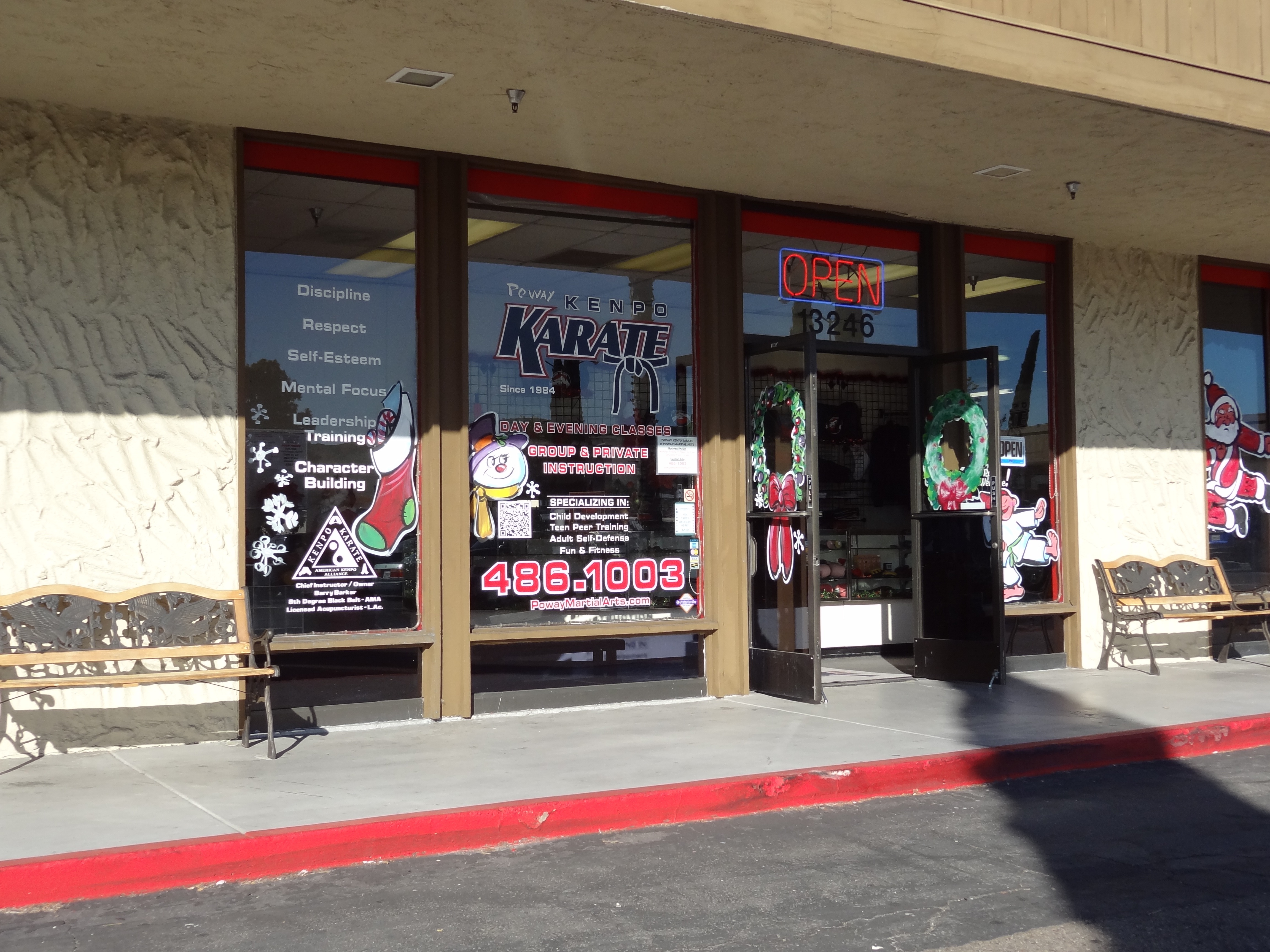 Convert Your Empty Window Into An Advertising E That Adds To Branding Or Product With Poway Sign Company S Custom Decals And Graphics